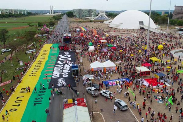 imagem aérea do protesto contra o governo bolsonaro no eixo monumemtal em brasilia 2