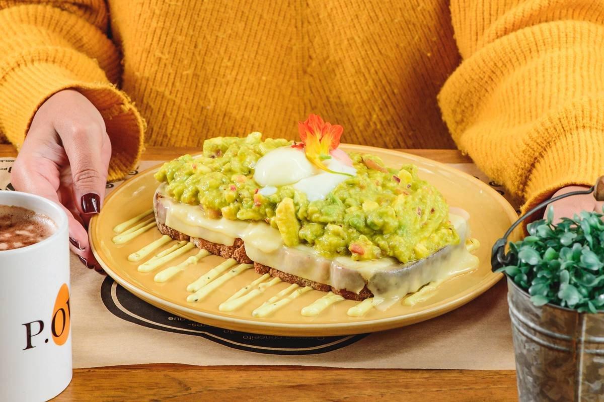 toast de abacate