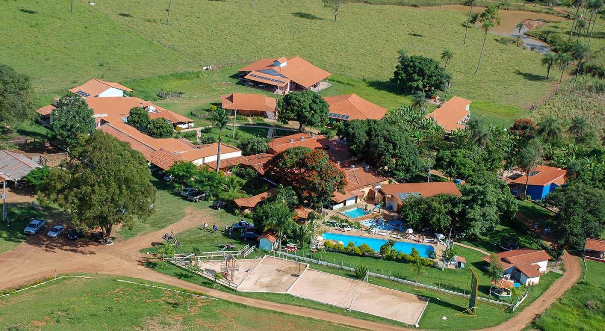 Hotel Fazenda Araras: de passeios a cavalo e trilhas a toboágua