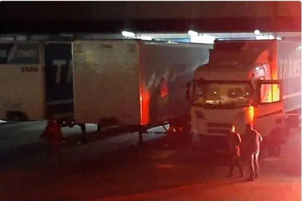 Funcionário de transportadora tem crânio esmagado em acidente no pátio da empresa