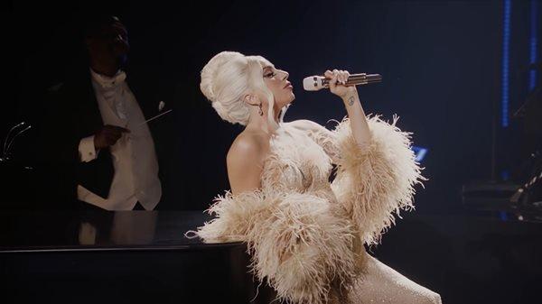Lady Gaga cantando