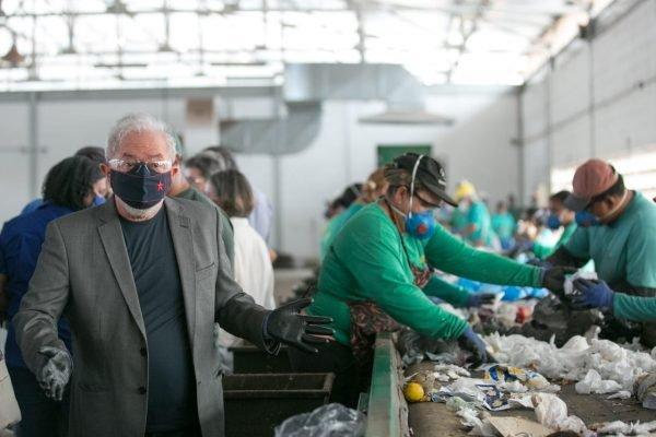 Lula visita central de reciclagem no DF