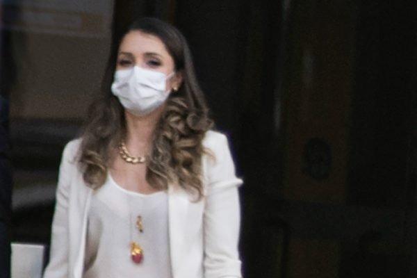 Ex-estagiária de Lewandowski, Tatiana Garcia Bressan em frente a Policia Federal. Ela é apontada como informante de blogueiro bolsonarista e foi alvo de operação da PF