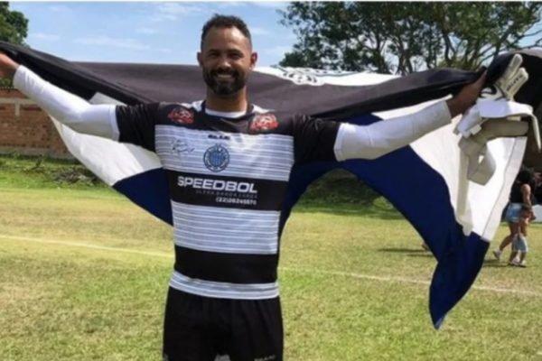 Goleiro Bruno volta aos gramados após anunciar aposentadoria e agradece por 'carinho, confiança e respeito'