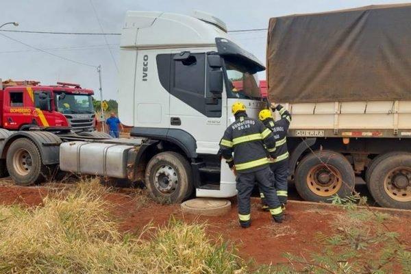 goias motorista prensado entre caminhões
