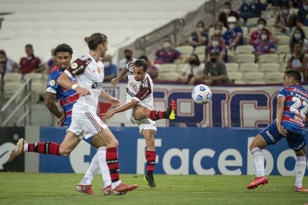 Flamengo derrota o Fortaleza em pleno Castelão.
