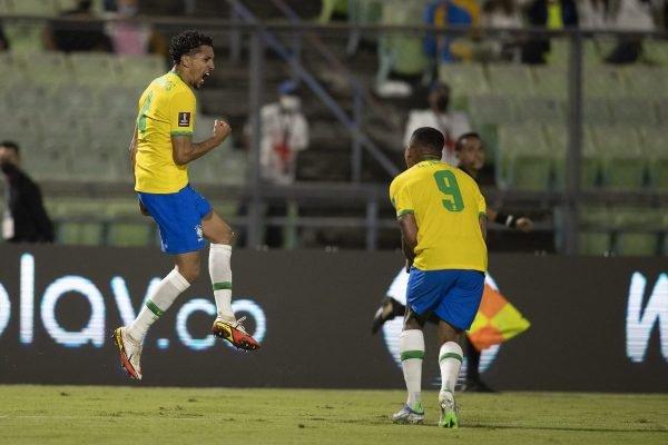 Marquinhos comemorando gol pelo Brasil