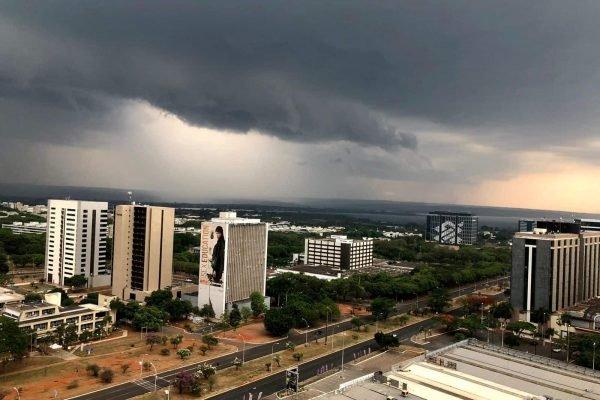 Risco de temporal coloca DF e sete estados em alerta de perigo