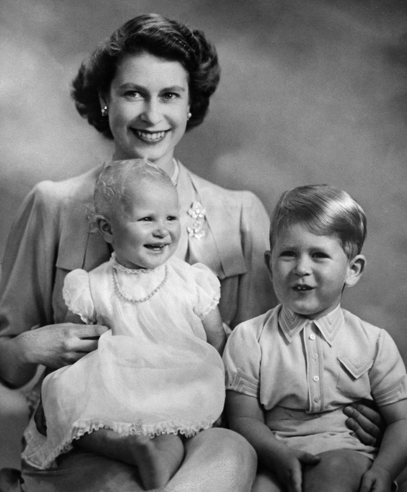 Rainha Elizabeth com Anne e Charles