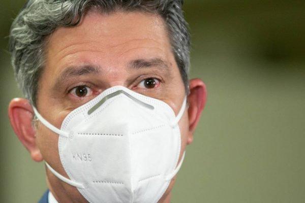 Senador Rogério Carvalho (PT-SE) close de máscara