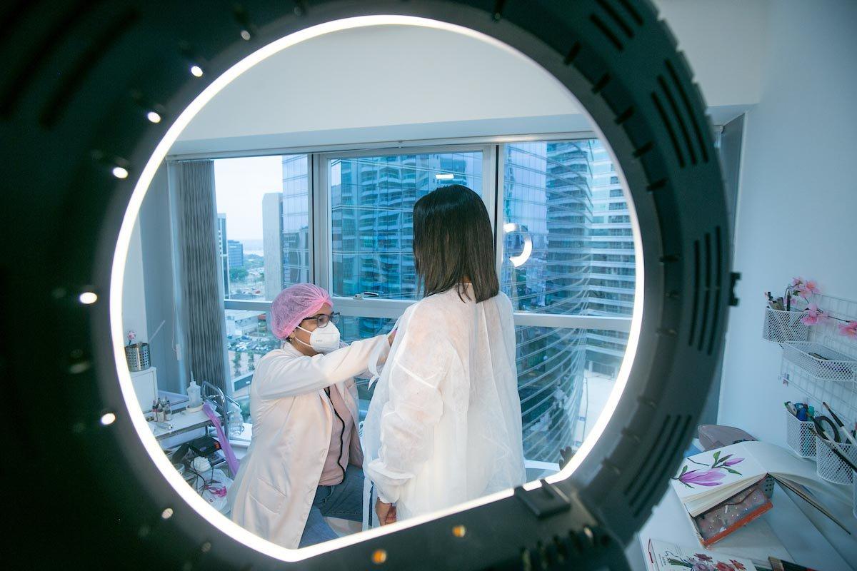 Janaina Pimentel é tatuadora e faz reconstituição de aureola da mama em mulheres que tiveram câncer de mama