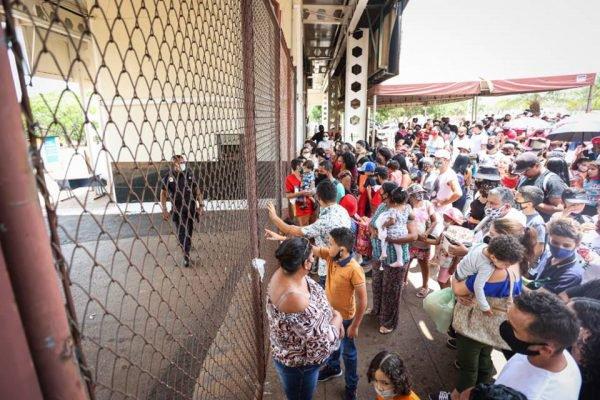 Protesto em frente ao Zoo