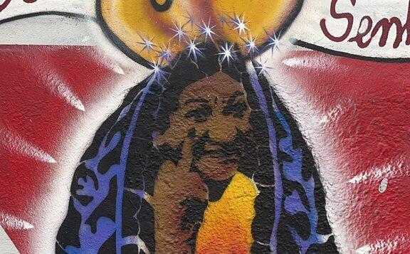 Grafite de Nossa Senhora estava em muro da EMEI Santos Dumont, em São Paulo