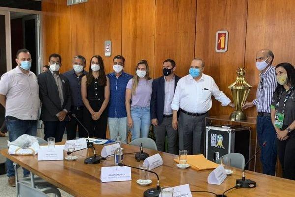 Reunião entre representantes dos clubes e o governo do DF