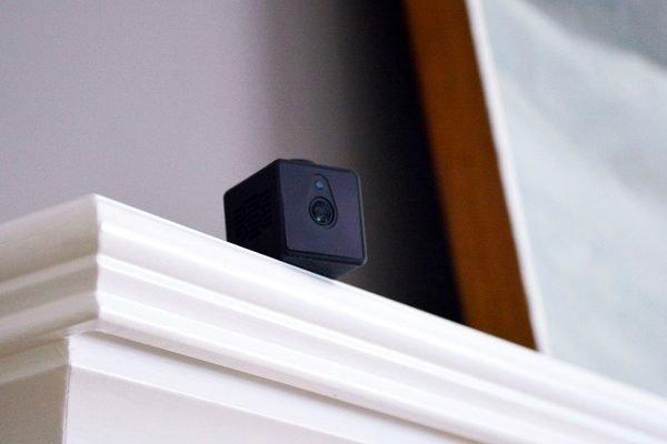 Câmeras escondidas no Airbnb