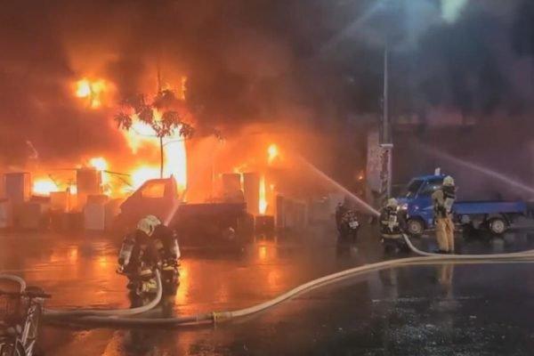 Incêndio deixa mortos e feriados em Taiwan
