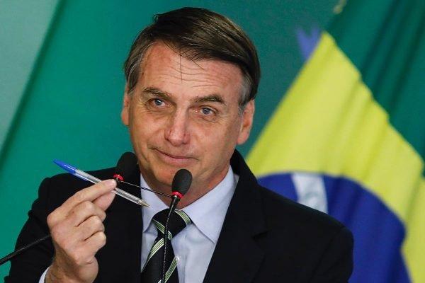Bolsonaro caneta