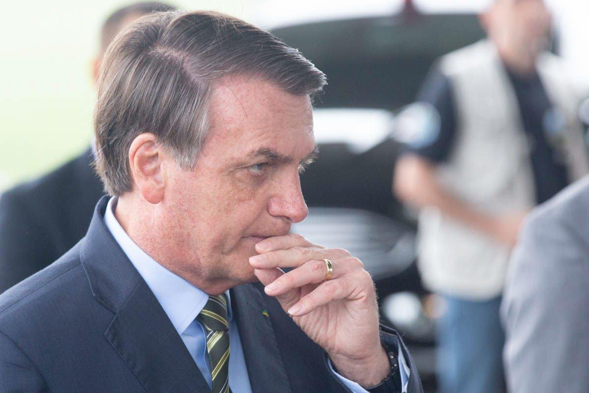Bolsonaro comenta pronunciamento do dia 24/3 durante coletiva no Alvorada