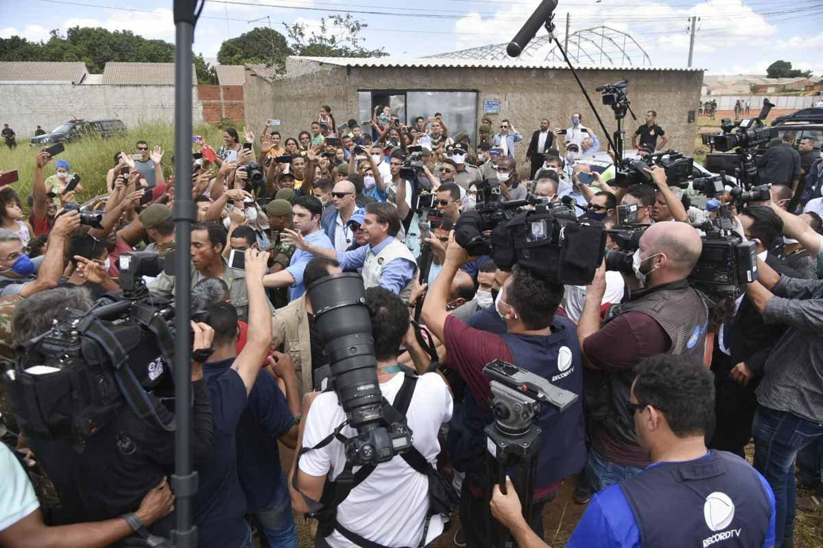 presidente da República Jair Bolsonaro visita hospital de campanha no Goiás