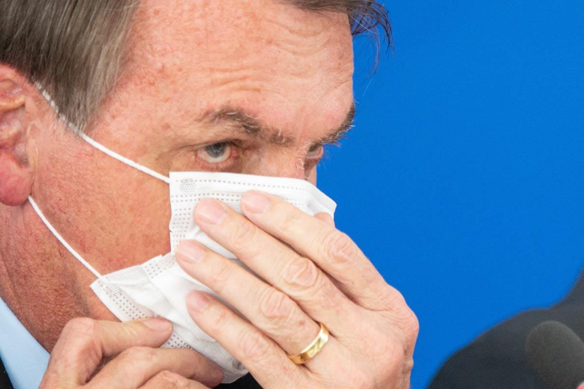 Presidente Bolsonaro durante pandemia uso de máscara