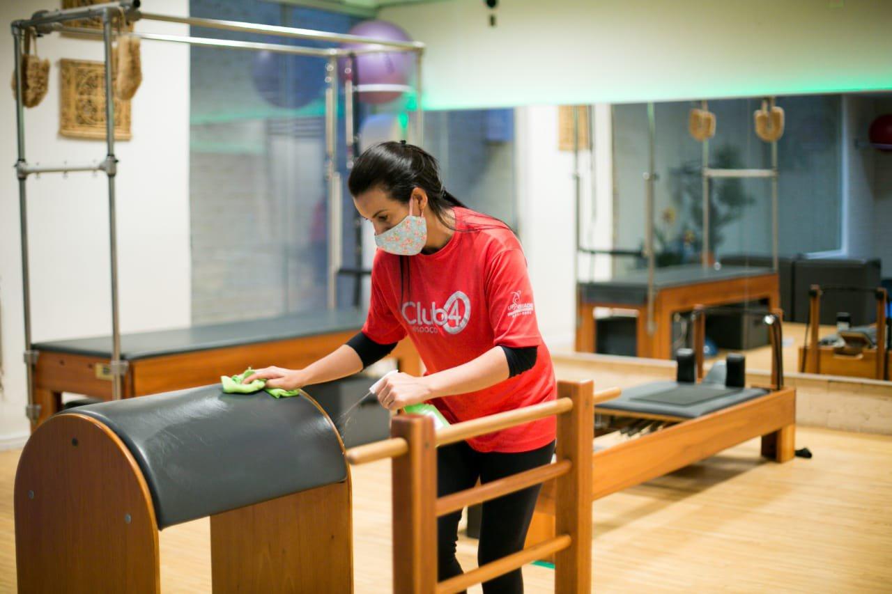 limpeza dos equipamentos de exercicio