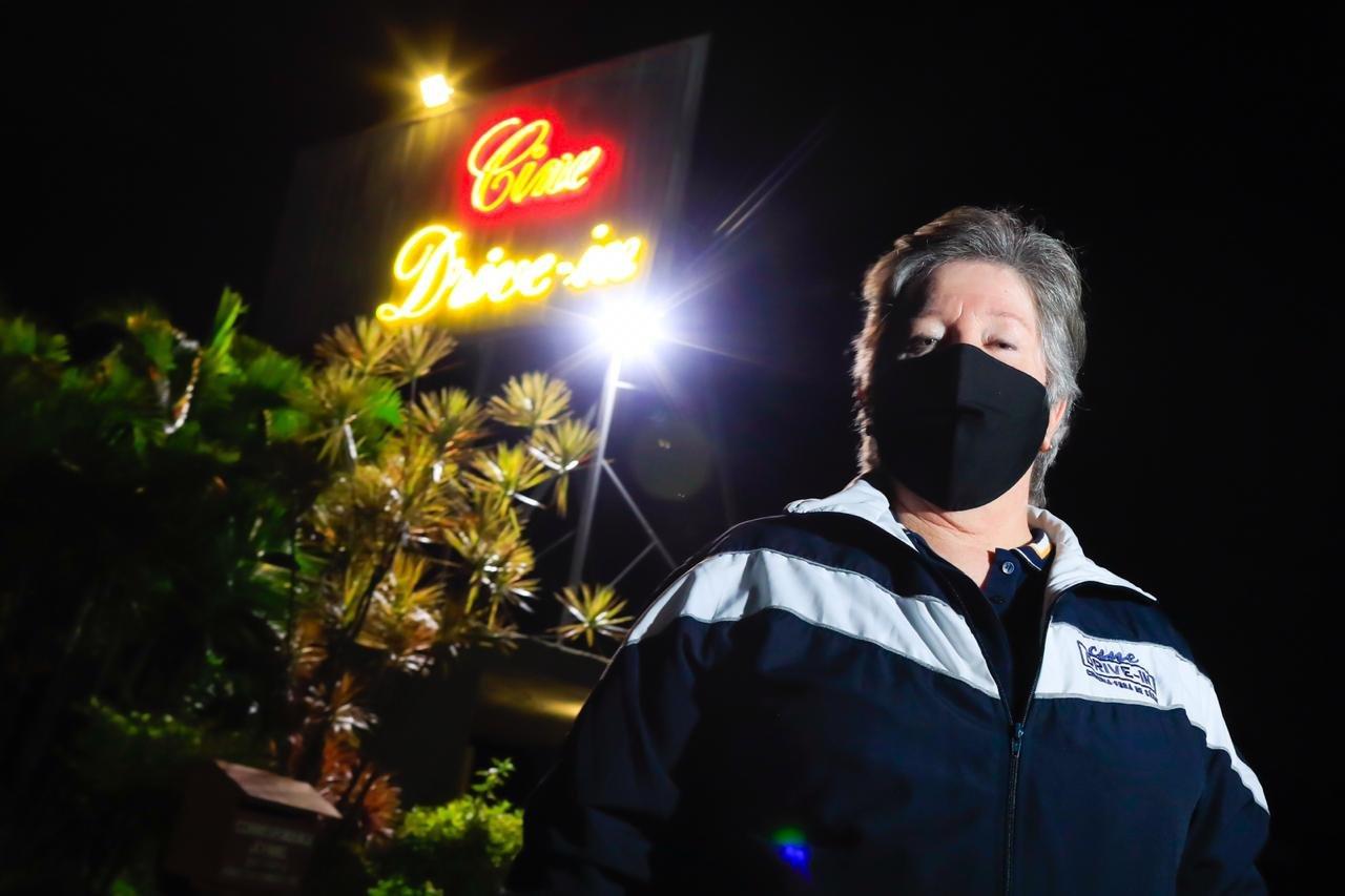 proprietaria do Cine drive in durante periodo de quarentena e corona vírus