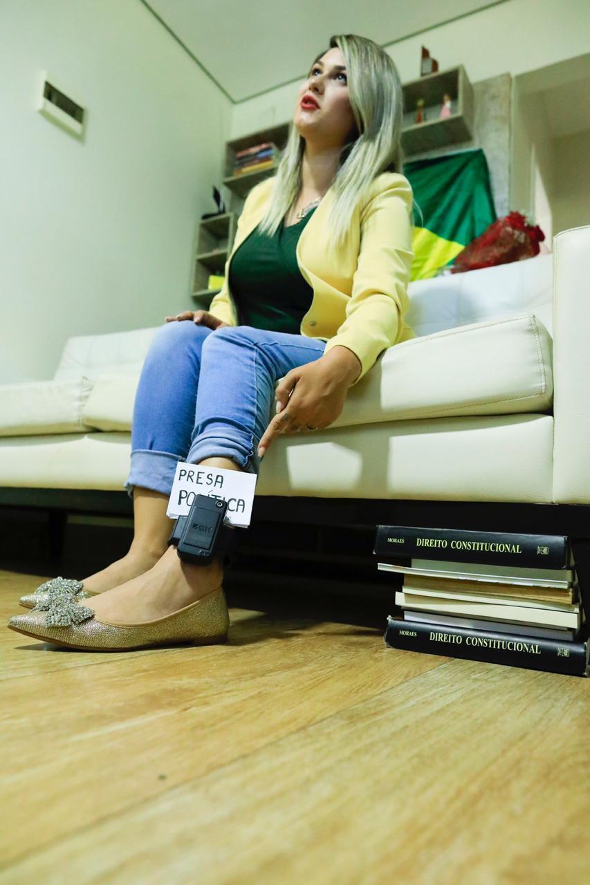 Sara Winter com a tornozeleira eletronica apos prisao STF