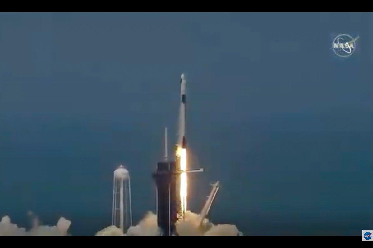 Foguete da Space X decola rumo à Estação Espacial Internacional