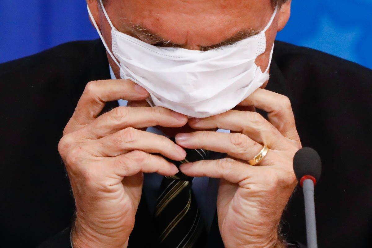 Presidente bolsonaro mascara coronavírus