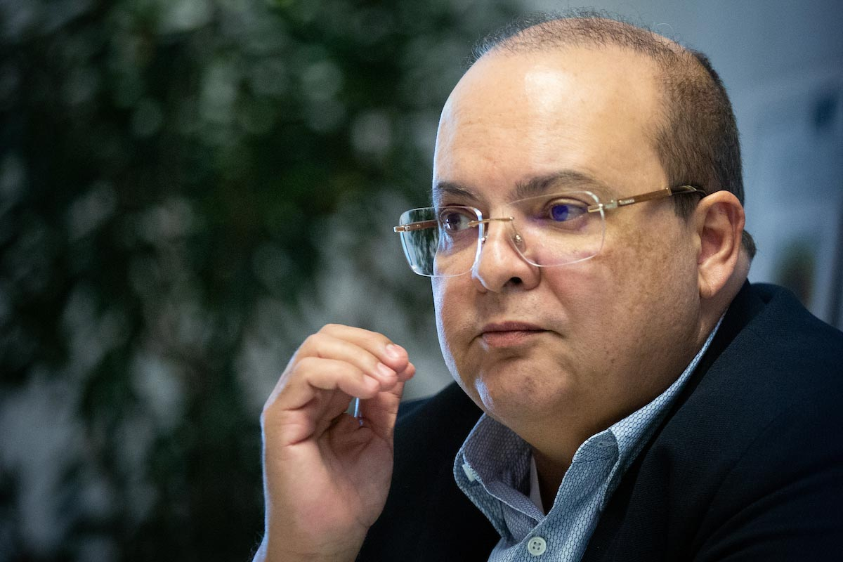 Governador Ibaneis Rocha durante entrevista