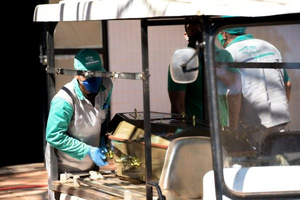 enterro coronavirus 100 mil mortos campo da esperança