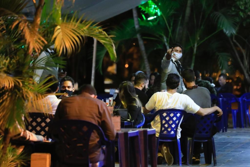 movimento no bar libanus da asa sul do DF nesta sexta-feira