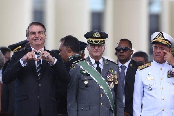 Presidente Jair Bolsonaro durante enentos com militares brasileiro