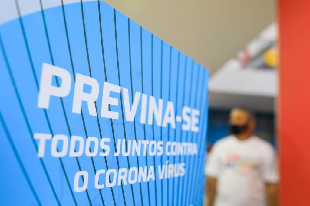Escolas privadas recebem alunos depois de fechamento por Covid-19