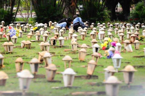 preparativos vespera campo esperanca brasilia cemiterio