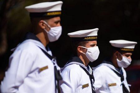Marinha do Brasil faz a troca da bandeira no mastro da BAndeira Nacional em Brasília