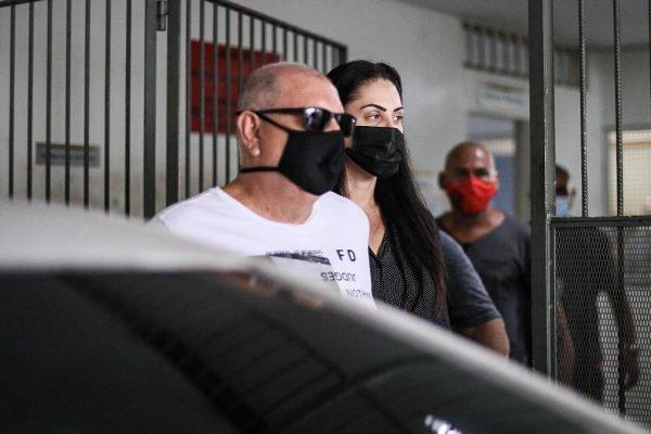 Monique Monique Medeiros mãe do Henry são presos por morte do menino no Rio saindo da CidpolMedeiros mãe de Henry são presos por morte do menino no Rio saindo da Cidpol