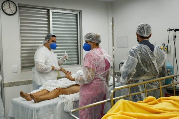 paciente de covid na UTI do Hospital Santa Bárbara em goiania