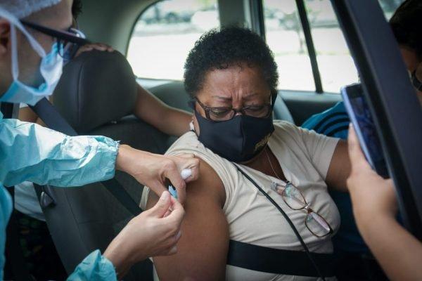 fila vacina parque cidade covid 19 brasilia