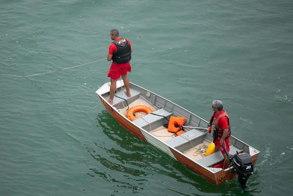 Bombeiros procuram rapaz de 26 anos que caiu de lancha no Lago Paranoá