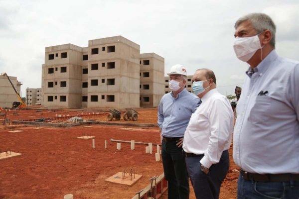 Governador, Ibaneis Rocha inaugura praça dos direitos no Itapoã e visita obras do empreendimento habitacional na cidade